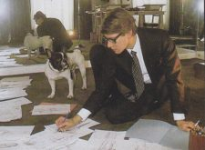 Yves Saint Laurent dans son atelier, Paris, 1983 copie
